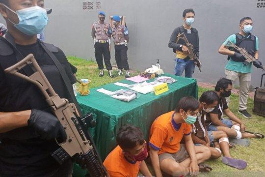 Polrestabes Surabaya bekuk komplotan pemasok narkoba ke Madura