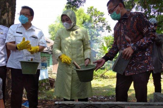 Menaker serahkan bantuan program jaring pengaman sosial untuk Cianjur