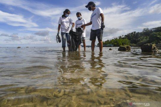 Aksi jaga pantai dan laut dari sampah plastik