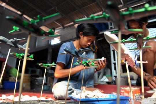Kerajinan miniatur pesawat di Bogor