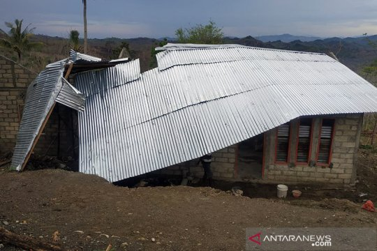 Puting beliung akibatkan 20 bangunan rusak di Timor Tengah Utara