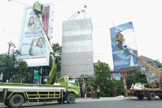 Bawaslu Karawang tertibkan alat peraga kampanye di tempat terlarang
