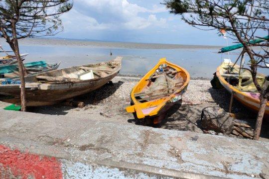 Pemkot Surabaya bantu perahu nelayan akibat gelombang pasang