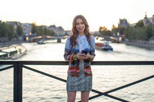 """""""Emily in Paris"""" musim dua berlanjut di Netflix"""