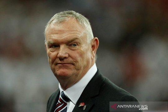 Setelah mundur dari FA, Clarke juga tanggalkan jabatan wapres FIFA