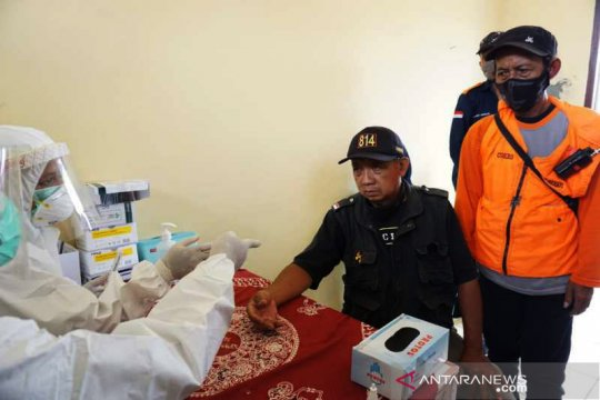 Antisipasi penularan, sukarelawan di pengungsian Merapi dites cepat