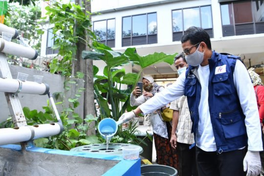 Sandiaga apresiasi pemberdayaan Kampung Budikdamber bantu perekonomian