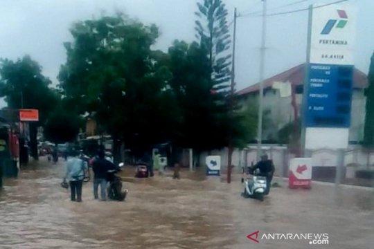Banjir terjang jalur utama menuju objek wisata di Garut selatan