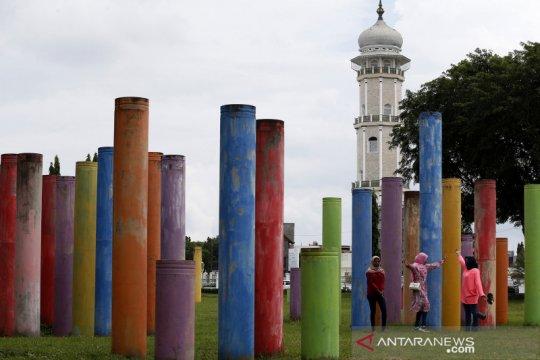 Tiang pancang terbengkalai jadi lokasi swafoto di Banda Aceh