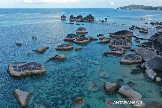 Menikmati keindahan situs geologi Alif Stone di Natuna
