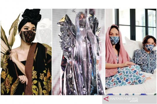Inspirasi desainer dan artis Indonesia tampil modis dengan masker