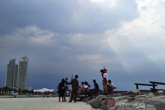 Hujan disertai petir diprediksi guyur Jakarta pada Ahad siang