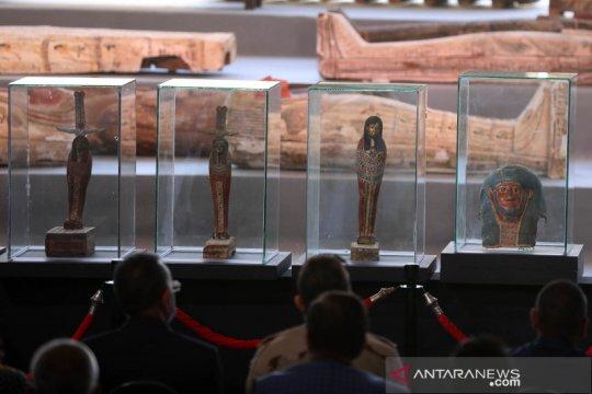 Pameran artefak peti mati kuno di Mesir