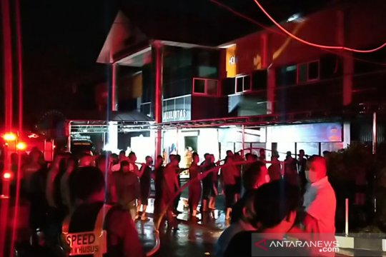 Gedung RTMC Polda Jatim terbakar