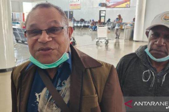 Puluhan anggota MRP tak bisa keluar dari Bandara Wamena