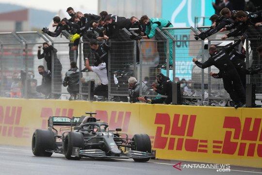Hamilton raih titel ketujuhnya di F1 dengan kemenangan di Turki
