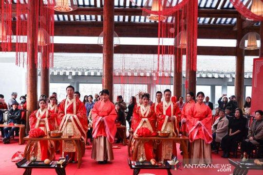 Melihat prosesi upacara pernikahan tradisional China