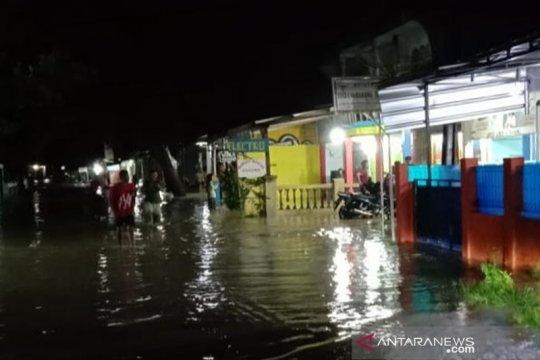 Puluhan keluarga delapan kampung di Cianjur mengungsi akibat banjir