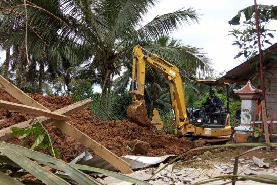 Puluhan keluarga bertahan di pengungsian pascabanjir bandang Pacitan
