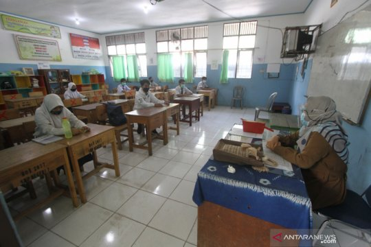 Pembelajaran tatap muka di empat SMP di Banjarmasin hanya tiga jam