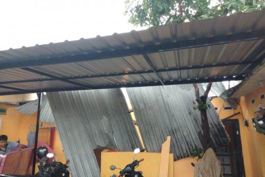Puting beliung sebabkan 25 rumah warga rusak di Mataram