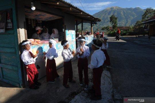 Proses belajar mengajar di lereng Gunung Merapi