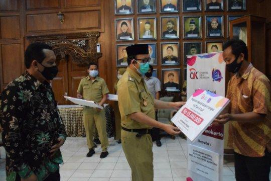 OJK Purwokerto salurkan bantuan sosial dukung rehab RTLH