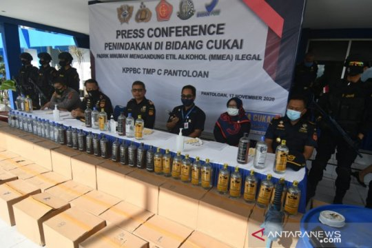 Bea Cukai Palu sita 1.174 botol MMEA ilegal