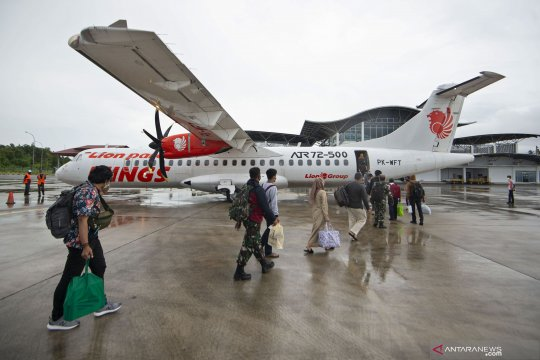 Penumpang pesawat domestik anjlok 59,15 persen pada Januari-Oktober