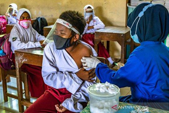 Menkes Budi nilai vaksinasi bisa tekan meledaknya biaya kesehatan