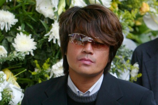 Penyanyi Jepang Masahiko Kondo diskors akibat selingkuh