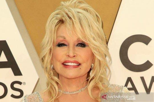 Dolly Parton sumbang 1 juta dolar AS untuk vaksin COVID-19 Moderna