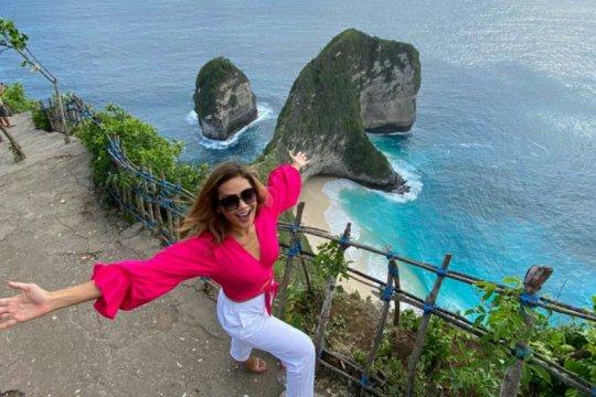 Indah Kalalo promosikan keindahan Nusa Penida