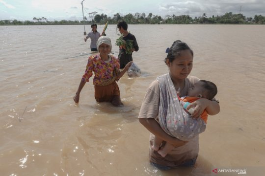 Pengungsi banjir di Banyumas pilih kembali pulang ke rumah
