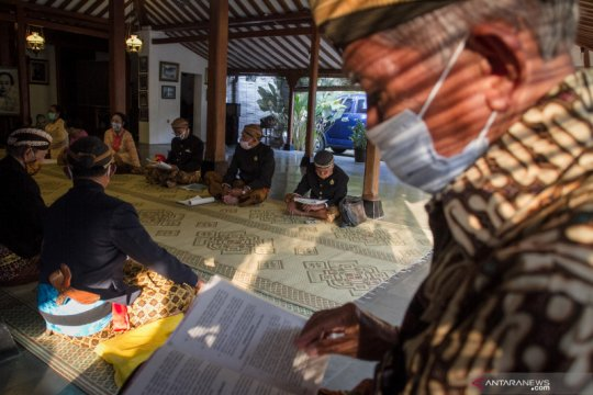 Tradisi membaca tembang macapat di Keraton Kasunanan Surakarta