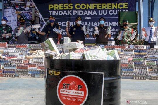 Pemusnahan tujuh juta batang rokok ilegal