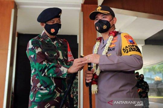 Pangdam V/Brawijaya lepas Kapolda Jatim dengan penyematan cincin