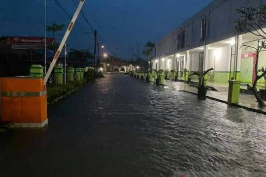 Hujan deras di Sambas sebabkan sejumlah lokasi banjir