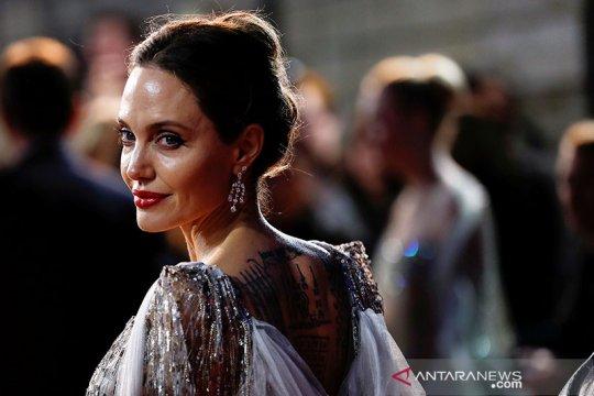 "Angelina Jolie jadi sutradara film biopik ""Unreasonable Behaviour"""