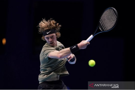 Rublev kalahkan Tsitsipas menuju gelar perdana Rotterdam Open