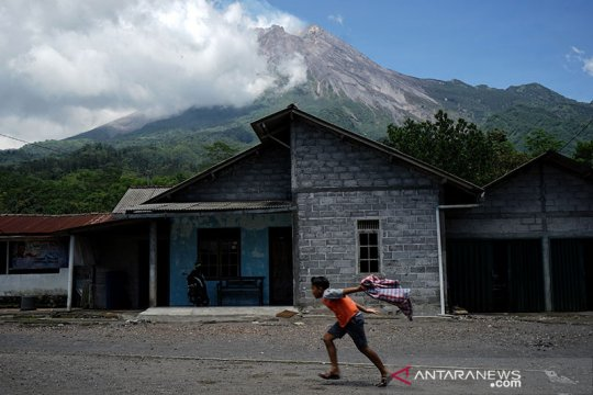 Suara guguran terdengar tujuh kali dari Gunung Merapi