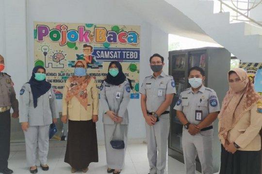 """""""Pojok Baca"""" Samsat tingkatkan literasi warga"""