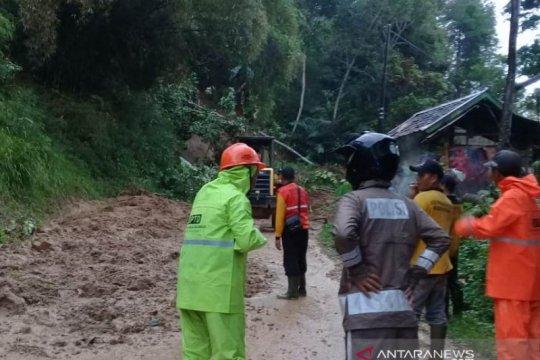 Jalur selatan Cianjur untuk keempat kalinya diterjang longsor