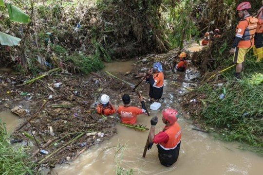 Korban kedua pesepeda motor hanyut terseret banjir ditemukan