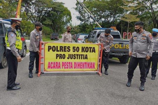 Polisi hentikan resepsi pernikahan anak Kalaksa BPBD Kabupaten 50 Kota