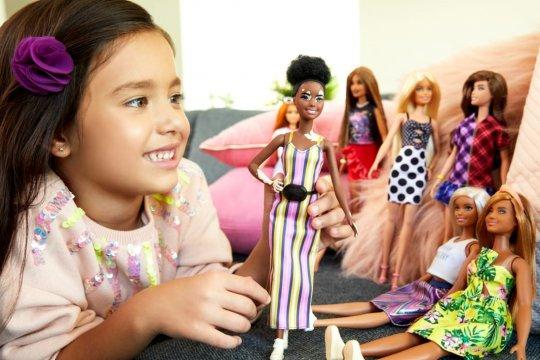Bermain boneka dapat kembangkan empati dan keterampilan sosial