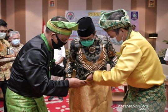 Mendes PDTT terima gelar Datuk Redondo dari adat Bangka Belitung