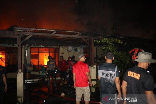 14 rumah di kompleks Asrama Brimob Polda Sumatera Utara terbakar