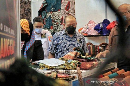 Kadin Jatim lanjutkan pameran produk Indonesia hingga akhir Desember