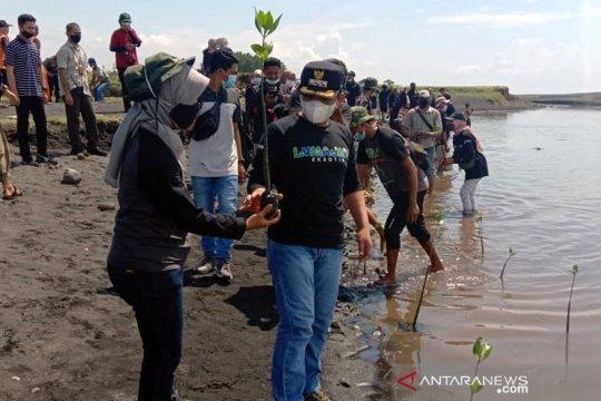 Peringati Hari Pohon Sedunia untuk kenang Salim Kancil Lumajang